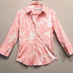New York & Company Floral Pink Stretch Button Up